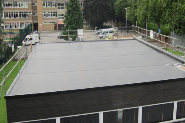 Flat roofs are constructed using a basic formula: joist, platform, covering and a waterproof covering.