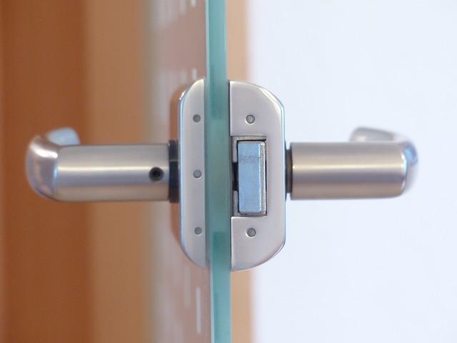 door-lock-123176_640